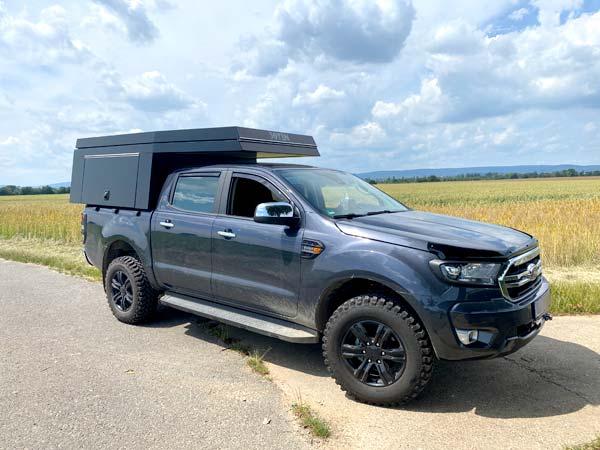 FIFTYTEN Truckbed Camper Individualausbau schräg von vorne